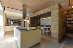 Casa en Estoril / Ricardo Moreno Arquitectos