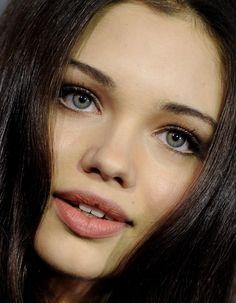 India Eisley- Such gorgeous eyes!
