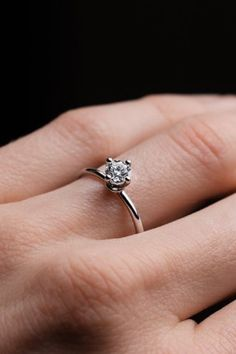 You can't go wrong with simple engagement rings. Especially stunning and minimalist solitaire engagement rings. Elegant Engagement Rings, Round Diamond Engagement Rings, Solitaire Engagement, Natural Diamonds, Round Diamonds, Beautiful Diamond Rings, Diamond Jewellery, Eternity Ring, Minimalist