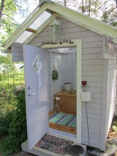 Dreaming of a sweet little outhouse. because I am very weird. Building an outhouse because I am incredibly frugal to keep the mess out of the house and to save on electricity and water Outside Toilet, Outdoor Toilet, Outdoor Baths, Outdoor Bathrooms, Outdoor Showers, Building An Outhouse, Building A Shed, Outhouse Bathroom, Composting Toilet