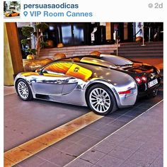 Wooaah! Super cool chrome Bugatti Veyron with a hint of Gold ;)