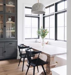 5 Helpful Clever Tips: Contemporary Living Room Kitchen contemporary decor inspiration.Contemporary Home Farmhouse. Dining Nook, Dining Room Design, Dining Room Furniture, Dining Chairs, Dining Room In Kitchen, Dining Room Hutch, Design Table, Dining Set, Chair Design