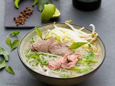 Vietnamesische Nudelsuppe Pho Bo Hanoi - Pho Bo Ha Noi - Zu finden auf: https://asiastreetfood.com/rezepte/pho_bo_hanoi/