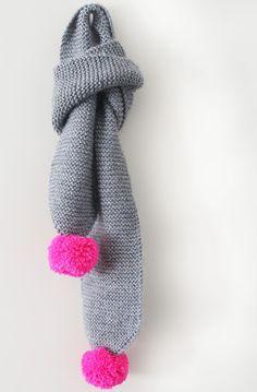 knitting / Easy kids' pom pom scarf, free pattern by maker*land: Knitting For Kids, Easy Knitting, Knitting Projects, Crochet Projects, Knit Or Crochet, Crochet Scarves, Crochet Bikini, Pompom Scarf, Baby Scarf