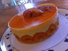 Version tout Abricot, Crème pâtissière au nectar d'abricot montée en mousseline, glaçage abricot (base de recette fraisier donc)... pour l'anniversaire de #LOULOU ! #LMP #Mercotte