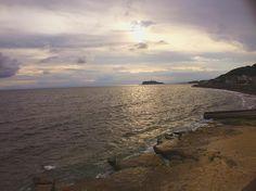 . カコソラ . 曇り空のサンセットビーチ - Sunset beach under cloudy sky . 昨日の関東エリアは予報通り午後から . 今日はの予報です回復して欲しいですねー . ステキな週末をお過ごしください .  . #稲村ガ崎 #湘南 #鎌倉 #神奈川 #ビーチ #海岸 #サンセット #サーフィン  #inamuragasaki #shonan #kamakura #kanagawa #japan #sunsets #surf #surfer . #IGersJP#icu_japan#tokyocameraclub #wu_japan #ifyouleave#unsquares#rsa_social#reco_ig#indies_gram#Far_EastPhotoGraphy#as_archive #japan_of_insta  #chigasaki_photo