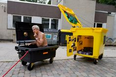 Garbage Dumpsters Turned into Living Containers / Philipp Stingl