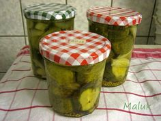 Gurken süß-sauer – Backsbeern.com Kraut, Mozzarella, Pickles, Cucumber, Nom Nom, Food, Cucumber Salad, Drying Herbs, Old Recipes