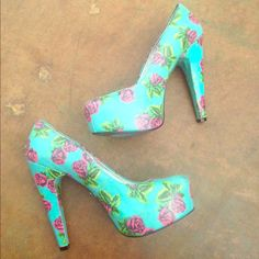 """Betsey Johnson Meeva Rose Tattoo platform Heels 9M Hot pink Rose with an aqua-turquoise background  waxed canvas - textile upper Coated Fabric Upper  *1"""" Hidden Platform *5"""" Heel  Light cushion under toe bed.  Worn one time. normal wear on soles  removable back of ankle-heel cushion insole. Betsey Johnson Shoes Platforms"""