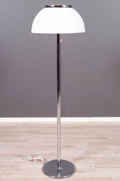 'Senior' (Orno 930-147) floor lamp designed by Heikki Turunen (Stockmann-Orno). Reference: http://www.muistaja.fi/imageinfo.php?id=16308&view=lres&prms=