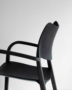 New STUA Laclasica armchair is full of curves, like all Jesús Gasca designs for chairs. LACLASICA: www.stua.com/design/laclasica