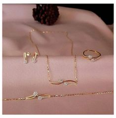 Gold Chain Design, Gold Bangles Design, Gold Earrings Designs, Gold Jewellery Design, Necklace Designs, Gold Jewelry Simple, Stylish Jewelry, Fashion Jewelry, Gold Mangalsutra Designs