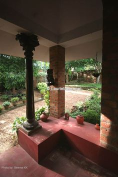 Laurie Baker : Architect's Official Website - Pictures of Buildings Indian Interior Design, Indian Home Design, Kerala House Design, Indian Home Decor, Gaudi, Chettinad House, Architecture Organique, Indian Interiors, Kerala Houses