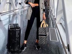 I Travel Around 20 Times a Year: These Are the Best and Worst Things to Pack — Who What Wear Work Travel, Travel Style, Travel Fashion, Diva Style, Travel Photography Tumblr, Perfect Hair Day, Multiple Outfits, Winter Travel Outfit, Outfit Summer