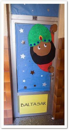 Resultado de imagen para puertas decoradas de navidad con rey baltazar