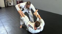 Breaking the Spider Guard - 4 Options Muscle Building Tips, Build Muscle, Jiu Jitsu Videos, Catch Wrestling, Jiu Jitsu Training, Jiu Jitsu Techniques, Self Defense Techniques, Brazilian Jiu Jitsu, Aikido