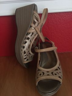 475c5c85e1aa NAOT DELUXE Women s Platform Wedge Sandal Gold Tan Leather Heels Shoes 40  9-9.5