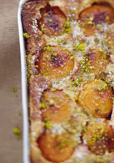 Clafoutis aux abricots rôtis et aux pistaches