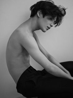 Find images and videos about kpop, SHINee and Taemin on We Heart It - the app to get lost in what you love. Male Pose Reference, Human Reference, Anatomy Reference, Photo Reference, Art Poses, Drawing Poses, Photographie Portrait Inspiration, Anatomy Poses, Poses References