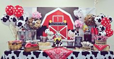 "Erste Geburtstagsfeier unter dem Motto ""Barnyard"" Everything Home Magazine Sam and Jacobs Baby Shower Mcdonalds Birthday Party, Petting Zoo Birthday Party, Farm Animal Birthday, Farm Birthday, Boy Birthday Parties, Birthday Ideas, Barnyard Party, Farm Party, First Birthday Decorations"