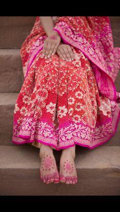 Naina Jain saree Indian Attire, Indian Ethnic Wear, Indian Beauty Saree, Indian Sarees, Pakistani Outfits, Indian Outfits, Phulkari Saree, Banarsi Saree, Drape Sarees