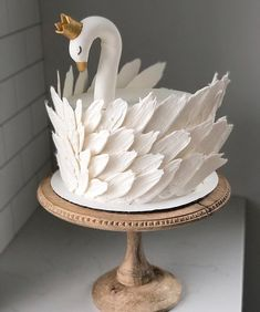 Cake art at its finest?: Cakedecorating - Cake art at its finest? - Cake art at its finest?: Cakedecorating – Cake art at its finest? Pretty Cakes, Cute Cakes, Beautiful Cakes, Amazing Cakes, Beautiful Swan, Keto Cake, Fancy Cakes, Creative Cakes, Unique Cakes