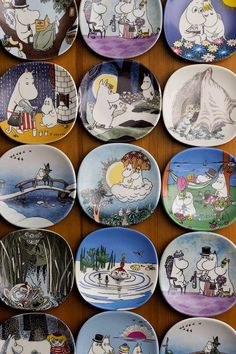 A collection of Moomin plates - I see so many nice ones here! Planet Drawing, Moomin Mugs, Moomin Valley, Tove Jansson, Pottery Tools, Art Challenge, Kawaii Anime, Scandinavian, Art Drawings