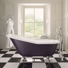 The Cambridge bath is a cast iron 'slipper bath', the perfect shape for languorous relaxation. Save off this bath in our Autumn Event. Cambridge, Roll Top Bath, Bathroom Trends, Bathroom Designs, Bathroom Ideas, Classic Bathroom, Luxury Towels, Contemporary Bathrooms, Luxury Bathrooms