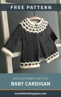 Darling Mabel Knitted Baby Cardigan [FREE Knitting Pattern] - Craft this stunning knitted baby cardigan in time for the holiday season. This knitted cardigan wil - Winter Knitting Patterns, Baby Cardigan Knitting Pattern Free, Baby Sweater Patterns, Knitted Baby Cardigan, Knit Baby Sweaters, Knitting For Kids, Baby Patterns, Baby Knits, Knitted Baby Outfits