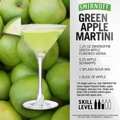 Green Apple Martini with a salt rim; My favorite! Smirnoff Green Apple, Apple Vodka, Green Apple Martini Recipe, Apple Juice, Summer Drinks, Fun Drinks, Alcoholic Drinks, Beverages, Mixed Drinks