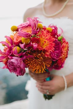 pink and orange bouquet | Jamie Delaine Photography