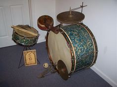 1929 Ludwig Peacock Pearl I   14X28 bass drum  5X14 New Era snare drum (dual internal snares)