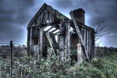 Old_Railway_Shack_With_Chimney - Arpegmedia