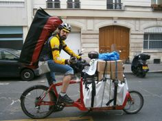 Bicimensjaeros en París. Los Amigos de Urban Cycle. Velo Cargo, Bike Messenger, Cyclists, Baby Strollers, Bicycle, Men, Veils, Bicycles, Friends