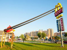 mcdonalds-is-launching-angry-birds-from-its-golden-arches-in-china.jpg (1028×771)