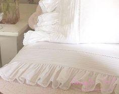 Love pretty bed linens~❥