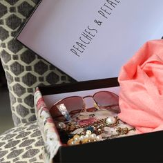 Monthly box of fun, flirty and fashionable vintage-modern lifestyle items that exemplify the woman who's not afraid of adventure- open-minded, free-spirited, and loves relentlessly. Get 3-5beauty and fashion accessories, beauty samples, and more.