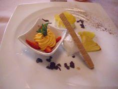 """In unserem Restaurant gilt: """"Hier kocht der Chef!""""... die ganze Liebe der Kochkunst spürt man schon im einfachsten Gericht, über Spezialitäten der bayerisch-schwäbischen und fränkischen Küche bis hin zur festlichen Tafelrunde."""