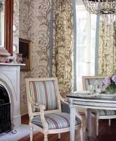 Traditional Dining Rooms, Traditional Decor, Traditional Kitchens, Living Room Modern, Living Spaces, Living Rooms, Living Area, Thistle Wallpaper, Tan Bedding