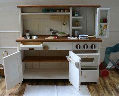 ままごとキッチンをメインに、ナチュラルなフレンチテイスト溢れるオリジナル手作りハンドメイドの子供用家具、オーダー家具のデザイン・製作・販売を行っています。