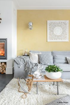 Today, we're dropping a splash of yellow in your life! Come with us and discover these living room color trends! Yellow Walls Living Room, Living Room Colors, Living Room Paint, Home Living Room, Living Room Designs, Room Wall Colors, Yellow Interior, Grey Flooring, Decoration