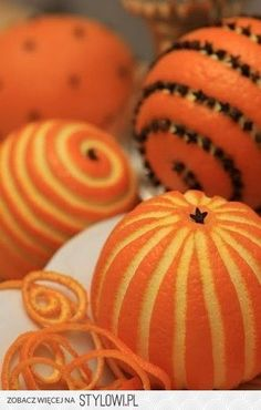 Smells are important. And this looks like it would smell absolutely divine. The color is beautiful. And it's food! Christmas Spicy Pomanders, a colonial era tradition.