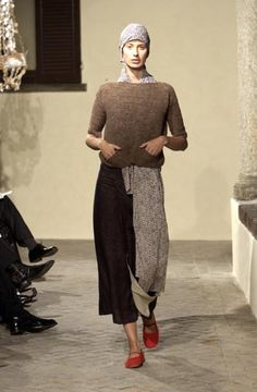 Daniela Gregis. Knitted sweater and looong scarf
