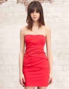 ese vestido necesita un cambio de percha!