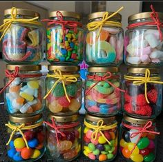 Candy Gifts, Jar Gifts, Diy Best Friend Gifts, Sleepover Food, Chocolate Diy, Sweet Box, Diy Birthday Decorations, Candy Bouquet, Christmas Cupcakes