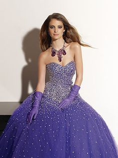 old hoolywood evengin gowns | The Most Beautiful Quinceañera Dresses & Gowns | Latina