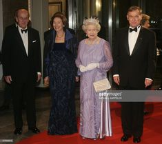 Britain's Duke of Edinburgh, Eva Koehler, Queen Elizabeth II and German President Horst Koehler pose at the Zeughaus Palace 02 November 2004 prior to a state banquet in Berlin. The queen is on a three-day state visit to Germany. Royal Uk, Queen Pictures, House Of Windsor, Queen Of England, Royal Fashion, Fashion Men, Elisabeth, Save The Queen, Queen Elizabeth Ii
