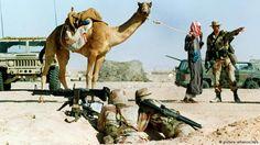 Soldado americano conversa com beduíno
