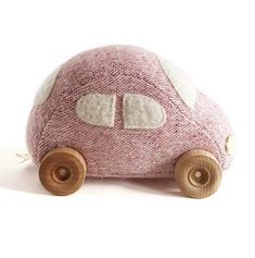 Petite voiture rose est maintenant en ligne • our small pink wool car is now online #ouistitine #heirloomtoys #woolcar #handmadetoy