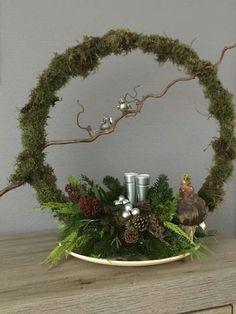 Christmas Flower Arrangements, Christmas Flowers, Christmas Time, Floral Arrangements, Christmas Wreaths, Christmas Ornaments, Table Arrangements, Christmas Candle Decorations, Deco Table Noel